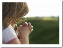 A little girl praying [Pic credit: www.stlukesgolden.net]