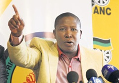 """""""Go out you bastard! You agent!"""" Julius Malema berates & insults BBC journalist during press conference"""