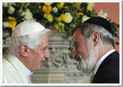 © Reuters Blog (Pope Benedict and Chief Rabbi Jonathan Sacks, September 17, 2010/Toby Melville)